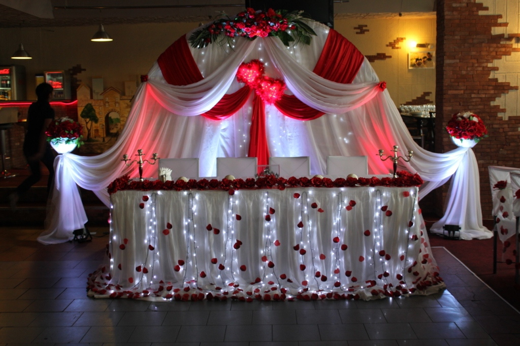 Оформление свадебного зала своими руками в красном цвете фото